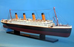 Titanic ship model 40