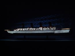 Titanic with Lights ship model 40