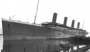 Port bow view of Titanic showing no joint in the hull plating directly forward of the hawse hole, third row of black plating from the top.