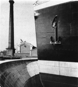 Port side bow view of Olympic in 1911 showing her to have had a joint in her hull plating immediately forward of the hawse hole, third row of black plating from the top.