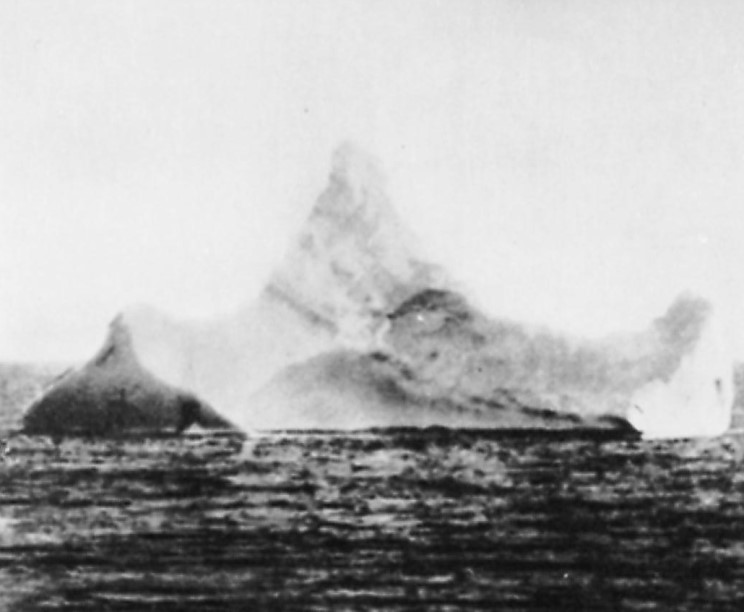 photograph of the iceburg that sank the Titanic