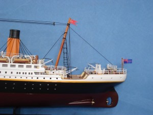 Titanic Model Ship 32-3