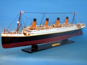 Titanic Model Ship 32-15