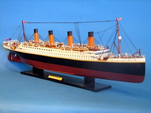 Titanic Model Ship 32-16