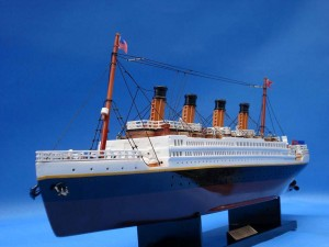 Titanic Model Ship 20-16