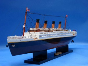 Titanic Model Ship 20-17