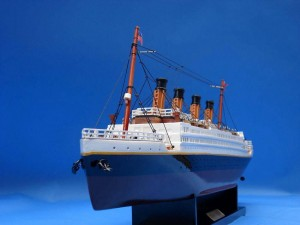 Titanic Model Ship 20-18