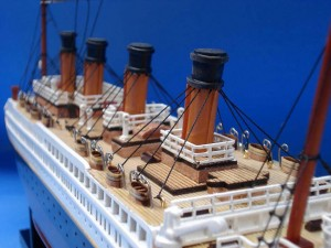 Titanic Model Ship 20-14