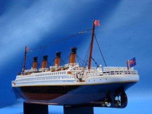 Titanic Model Ship 20-20