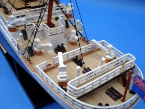 Titanic Model Ship 20-21