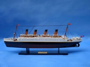 Titanic Model Ship 20-24