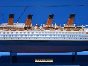 Titanic Model Ship 20-8