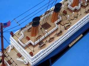 Titanic Model Ship 20-12