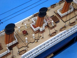 Titanic Model Ship 20-13