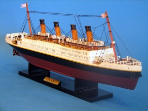 Titanic Model Ship 20-1