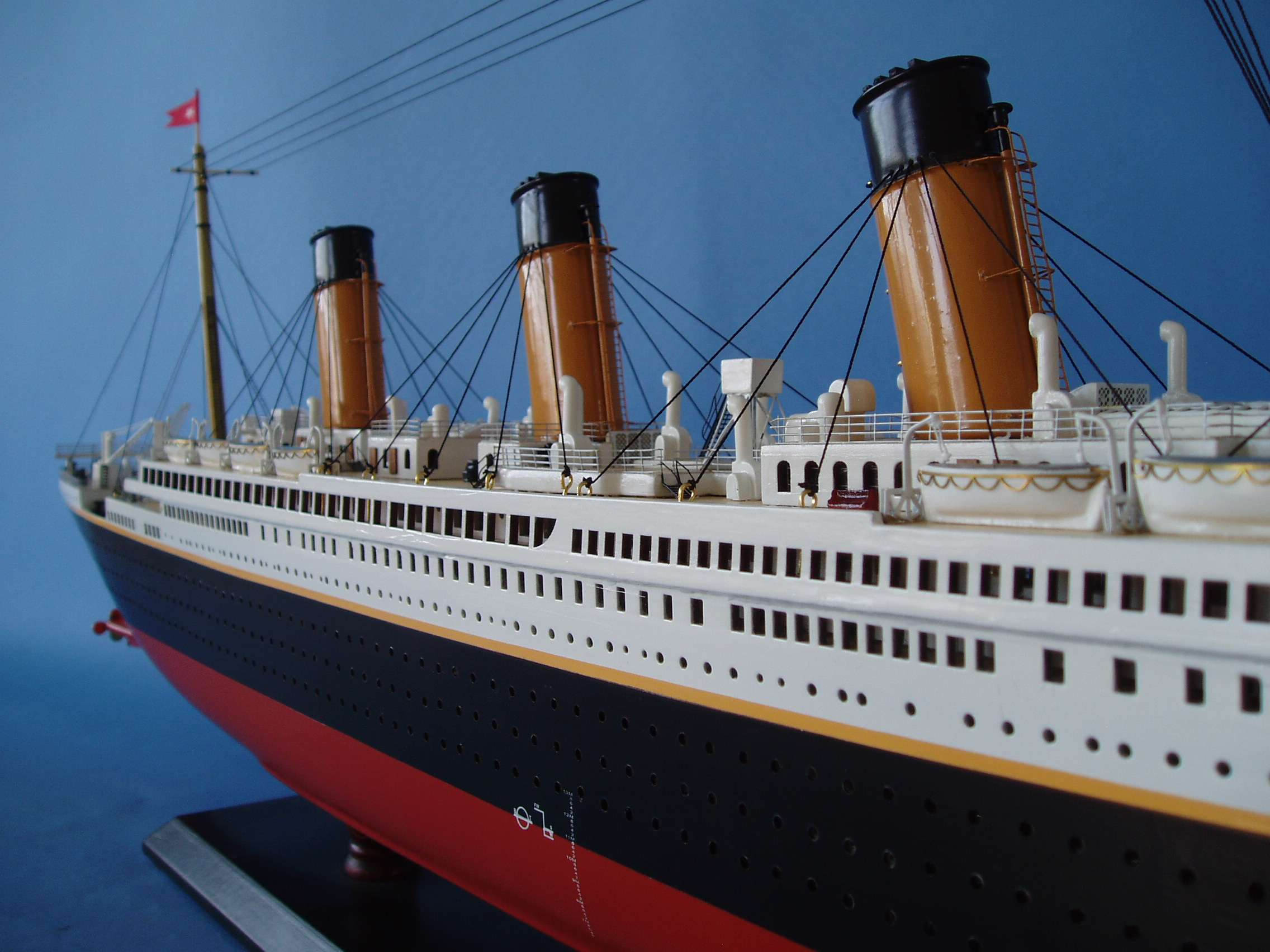 "RMS Titanic Model Limited Edition - 40"" (Assembled)"