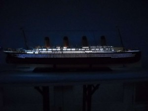 rms-titanic-model-ship-replica-lights-50-1