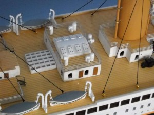 rms-titanic-model-ship-replica-lights-50-14