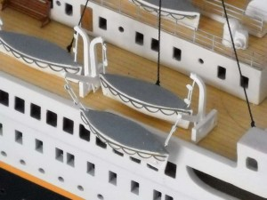 rms-titanic-model-ship-replica-lights-50-6