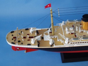 "Remote Control Titanic 40"" Limited Edition Model Ship 15"