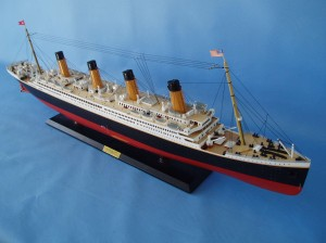 "Remote Control Titanic 40"" Limited Edition Model Ship 18"