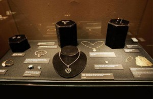 Titanic-jewelry-exhibit-1